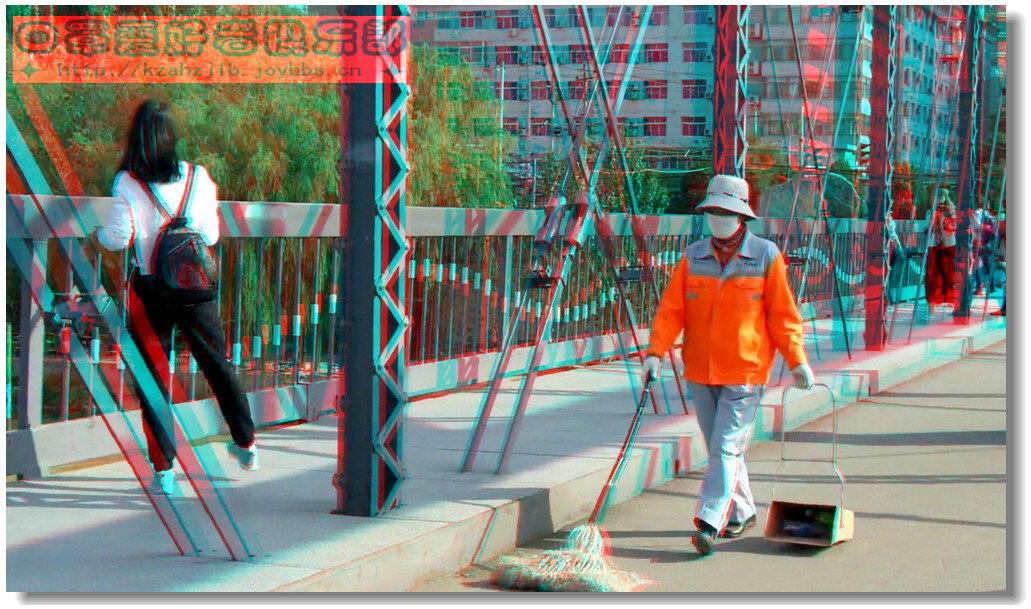 【原创】铁桥上的环卫工 -1