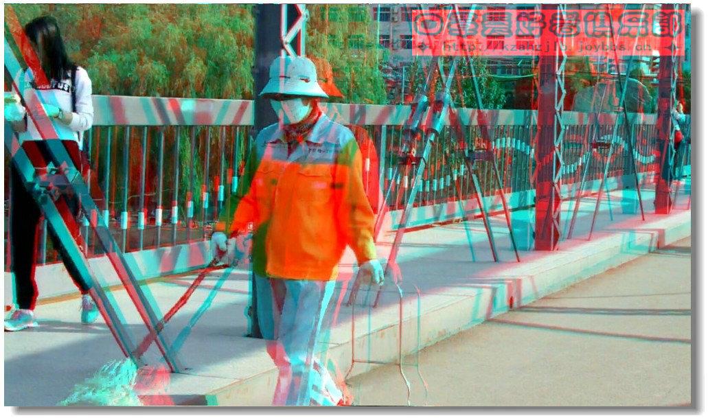 【原创】铁桥上的环卫工 -2