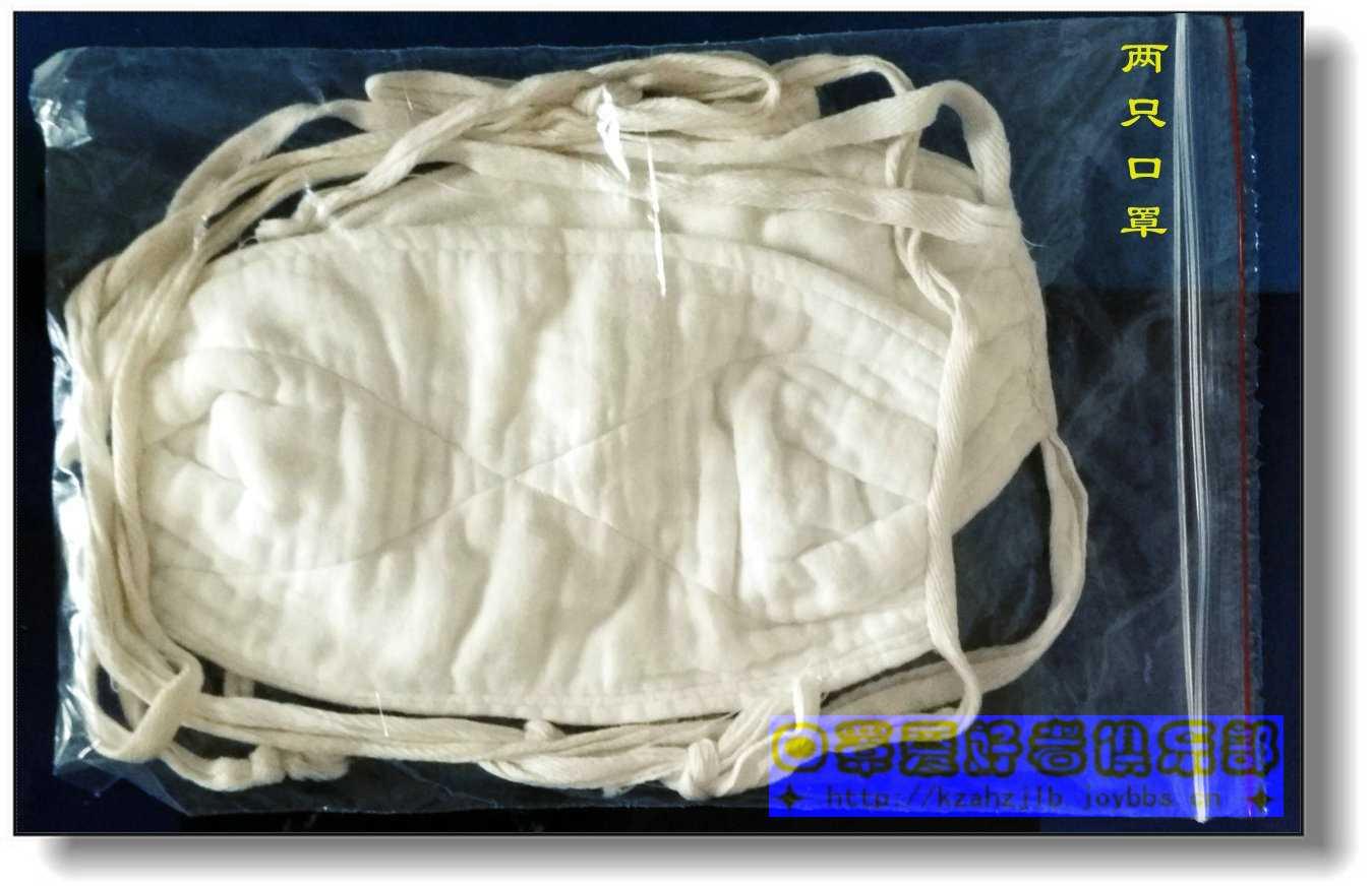 3、装进袋内的两只口罩
