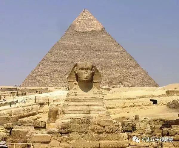 图1 著名的埃及金字塔