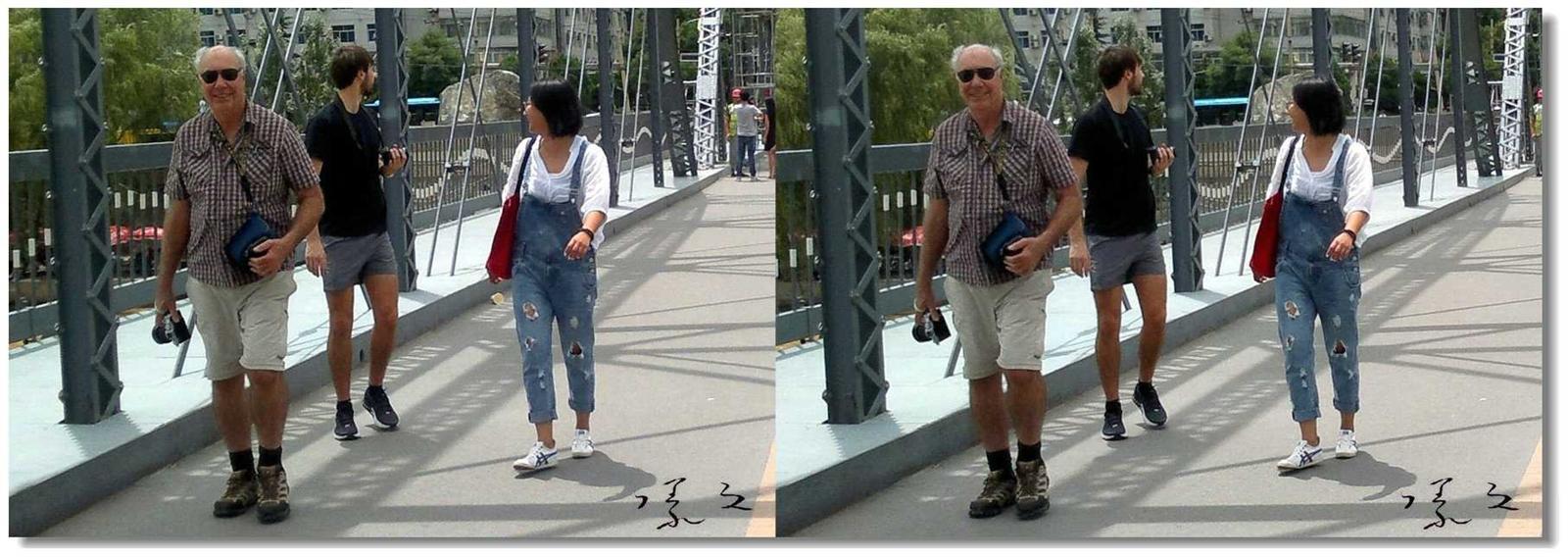 【原创】铁桥上的外国游客 -1