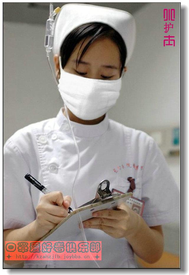 【原创】专心工作的小护士