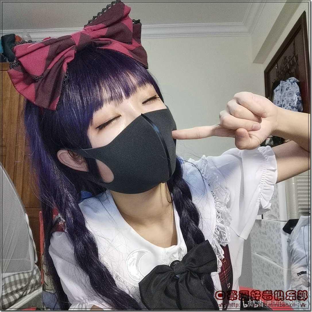 女主播秀口罩  -2